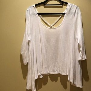 White Cotten tee with open back